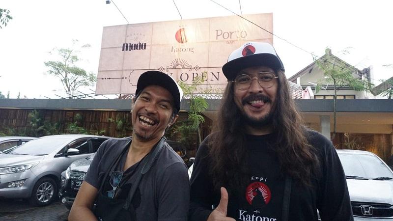https: img-k.okeinfo.net content 2019 01 12 33 2003660 ridho-slank-dan-marcello-tahitoe-berkolaborasi-di-dunia-kuliner-qDwoweIXtg.jpg