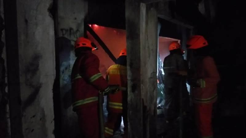 https: img-k.okeinfo.net content 2019 01 12 525 2003464 kebakaran-melanda-pasar-cigondewah-rahayu-bandung-6-kios-hangus-vRBfaf78VT.jpg