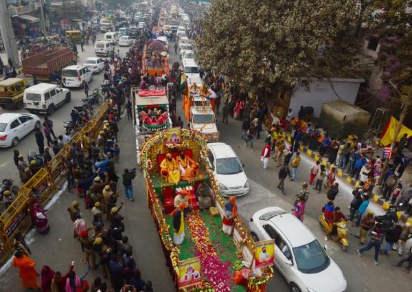 https: img-k.okeinfo.net content 2019 01 14 18 2004254 jutaan-umat-hindu-berkumpul-di-india-untuk-rayakan-festival-keagamaan-terbesar-di-dunia-nGYcG2NlOx.jpg
