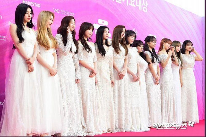 https: img-k.okeinfo.net content 2019 01 15 194 2004910 warna-monokrom-mendominasi-outfit-girlgroup-di-karpet-merah-28th-seoul-music-awards-bYSC6YUlJt.jpg