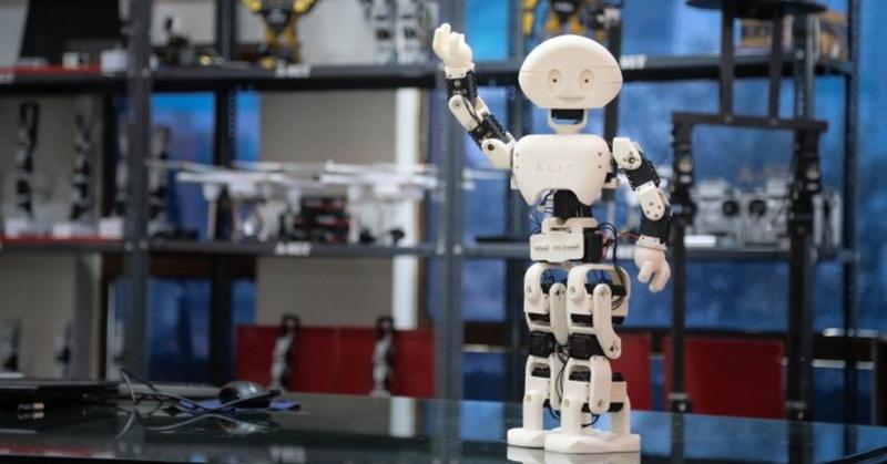 https: img-k.okeinfo.net content 2019 01 16 56 2005419 tak-hanya-manusia-robot-pekerja-juga-bisa-dipecat-VqcywiPbET.jpg