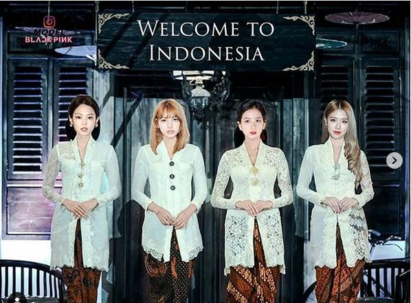 https: img-k.okeinfo.net content 2019 01 21 194 2007120 indonesia-banget-personel-blackpink-kenakan-kebaya-putih-EFcSUwTTLv.jpg