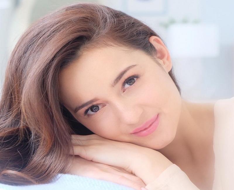 https: img-k.okeinfo.net content 2019 01 21 194 2007175 pesona-julie-estelle-aktris-cantik-yang-fotonya-diunggah-gading-marten-kJlGklT2lB.jpg