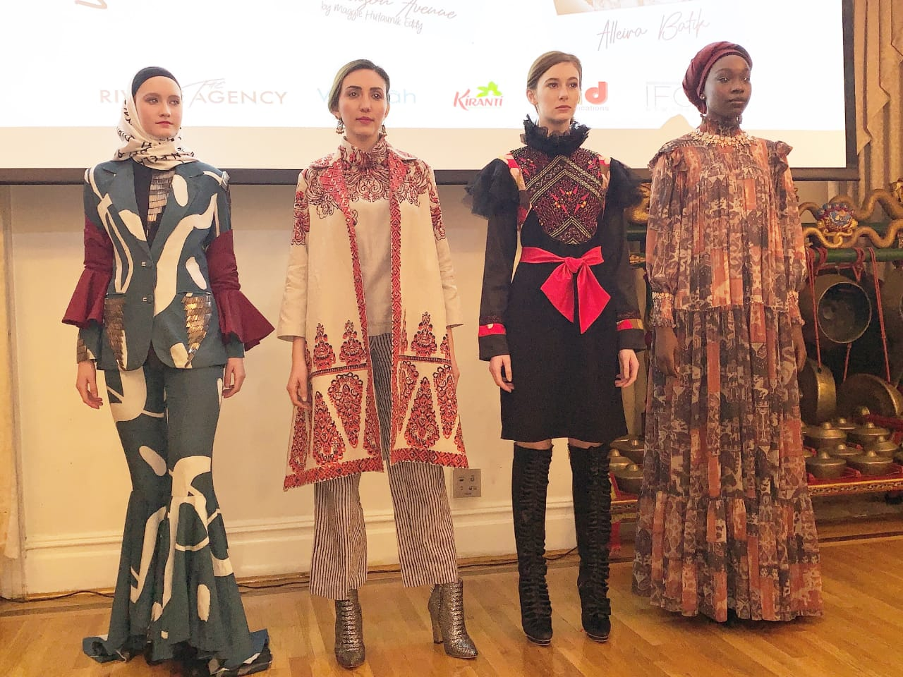 https: img-k.okeinfo.net content 2019 01 21 194 2007313 4-designer-indonesia-luncurkan-koleksi-fall-winter-2019-di-new-york-fashion-week-rgOEPDQEGv.jpeg