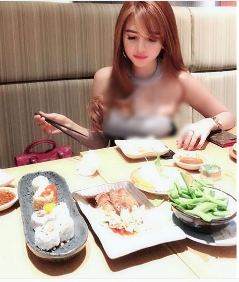 https: img-k.okeinfo.net content 2019 01 23 298 2008134 aldira-chena-ternyata-doyan-kulineran-beruntung-berat-badannya-cuma-46-kg-exxQT531ux.jpg