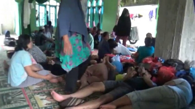 https: img-k.okeinfo.net content 2019 01 25 609 2009146 banjir-belum-surut-warga-makassar-masih-mengungsi-di-masjid-iJhmEz7WKw.jpg