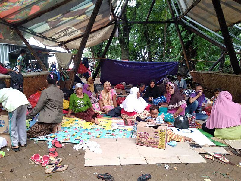 https: img-k.okeinfo.net content 2019 01 26 340 2009840 bantuan-untuk-korban-tsunami-banten-masih-terus-mengalir-L8e5frUzxe.jpg