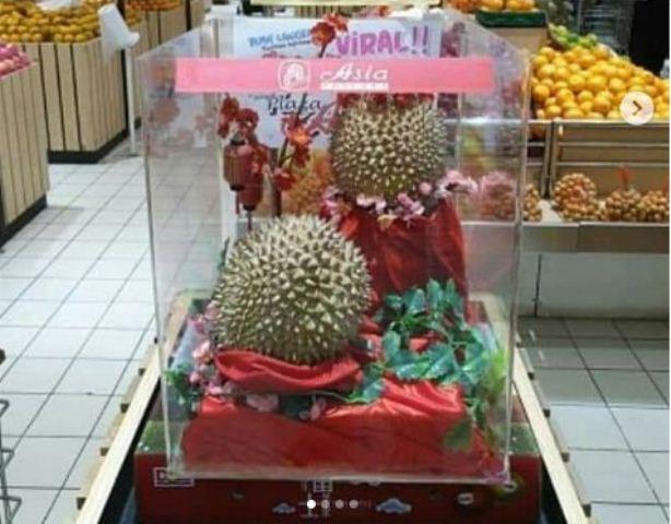 https: img-k.okeinfo.net content 2019 01 27 337 2010048 viral-durian-dijual-rp14-juta-jadi-guyonan-warganet-L8wdm6tWiZ.jpg