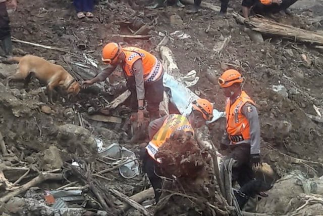 https: img-k.okeinfo.net content 2019 01 28 609 2010290 banjir-longsor-di-gowa-korban-meninggal-bertambah-jadi-46-jiwa-YxFaLiSUh6.jpg
