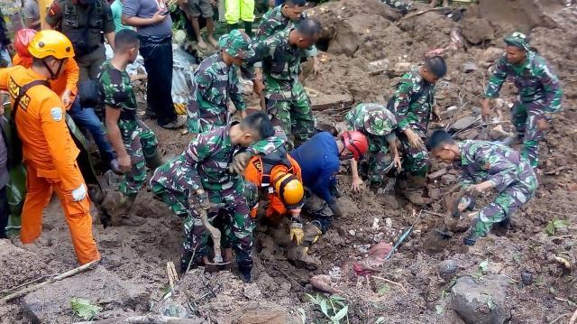 https: img-k.okeinfo.net content 2019 01 29 609 2010645 korban-tewas-banjir-dan-longsor-di-gowa-jadi-46-orang-berikut-identitasnya-CzObpuh4bM.jpg
