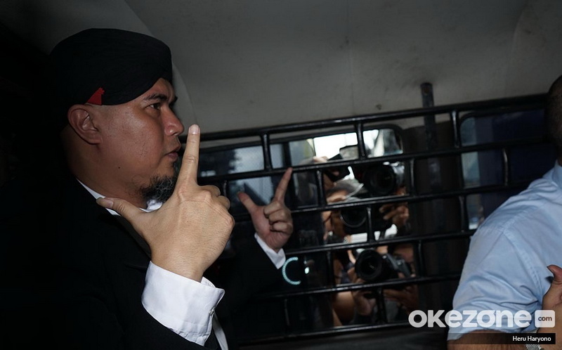 https: img-k.okeinfo.net content 2019 01 30 33 2011485 ahmad-dhani-dipenjara-rossa-semoga-bisa-perbaiki-kesalahan-f7GFBVJYtj.jpg
