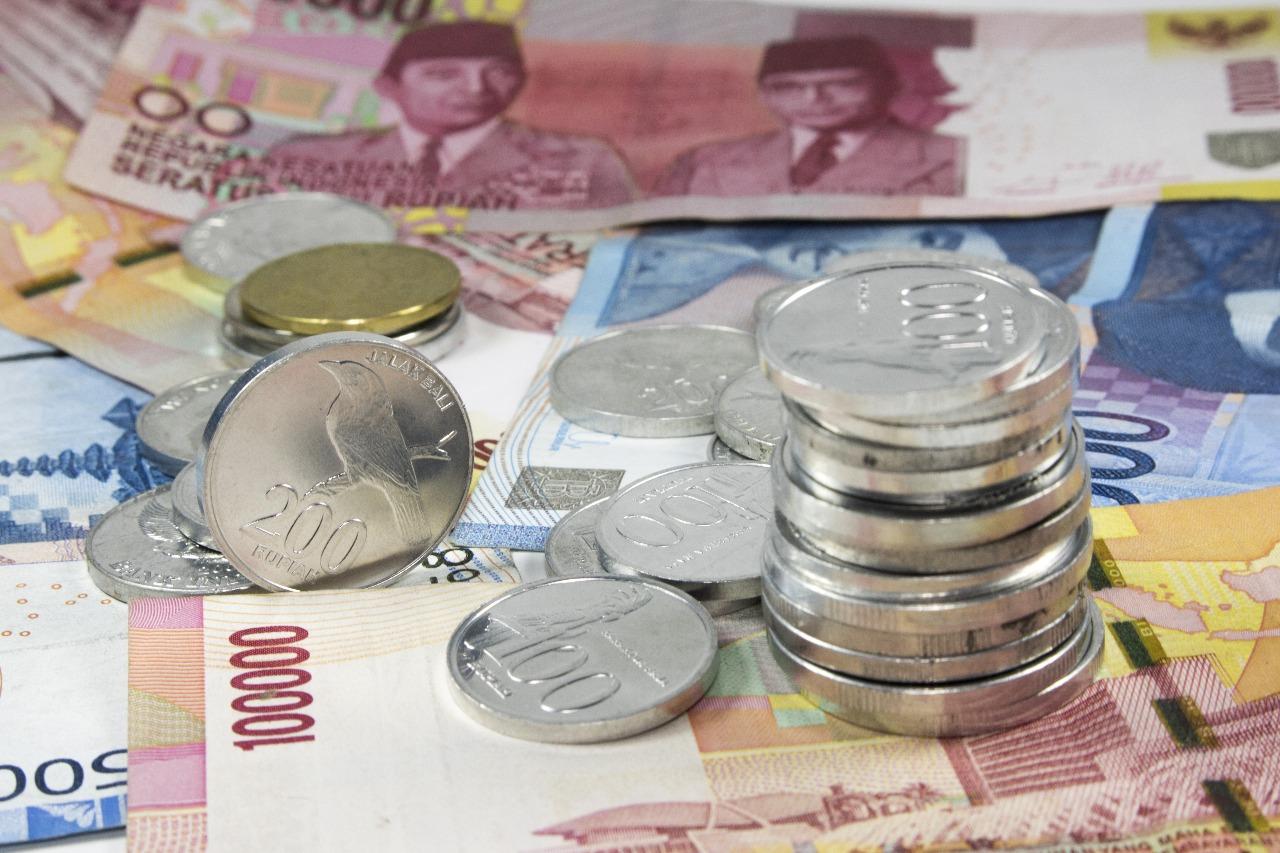 https: img-k.okeinfo.net content 2019 01 31 278 2011753 pukul-dolar-rupiah-menguat-ke-rp14-065-usd-2ImRBOLwbx.jpg