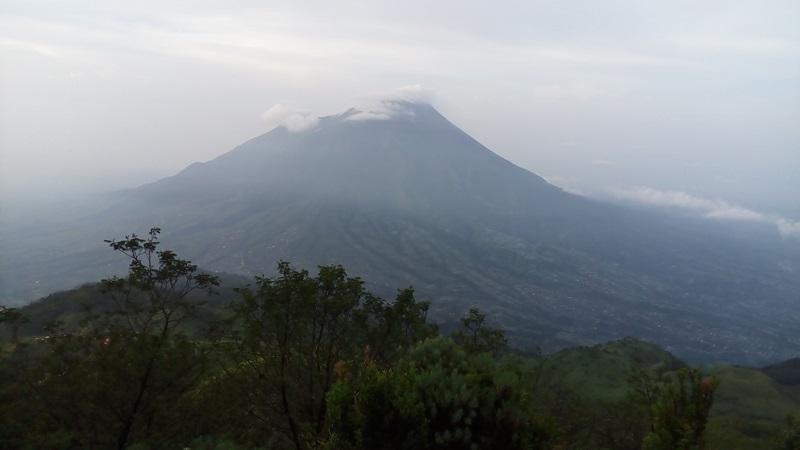 https: img-k.okeinfo.net content 2019 02 01 510 2012351 gunung-merapi-digoyang-34-kali-gempa-di-akhir-januari-2019-txTLwoozSt.jpg
