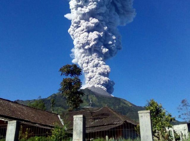 https: img-k.okeinfo.net content 2019 02 01 512 2012467 gunung-merapi-semburkan-asap-setinggi-50-meter-Xvsz8oZQoM.jpg