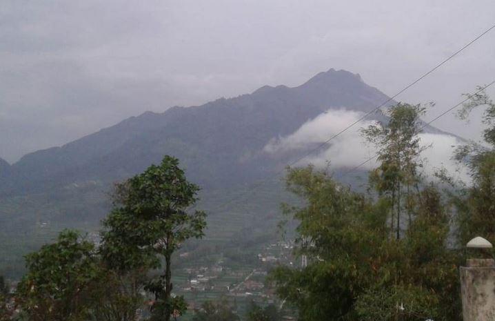 https: img-k.okeinfo.net content 2019 02 02 512 2012771 gunung-merapi-lontarkan-lava-pijar-4-kali-ke-arah-kali-gendol-v5bCdPPhEc.JPG