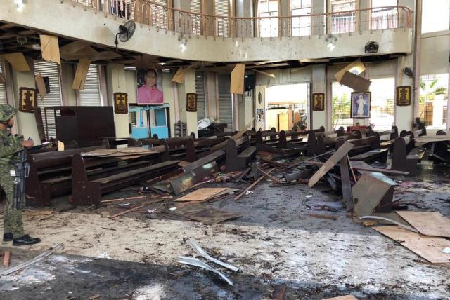 https: img-k.okeinfo.net content 2019 02 04 18 2013551 lima-anggota-abu-sayyaf-tersangka-pengeboman-gereja-filipina-menyerahkan-diri-4tz34BmFHH.jpg