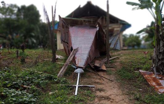 https: img-k.okeinfo.net content 2019 02 04 340 2013442 gereja-hancur-pasca-gempa-mentawai-jemaat-bangun-tenda-untuk-ibadat-flqjEEHwbm.JPG