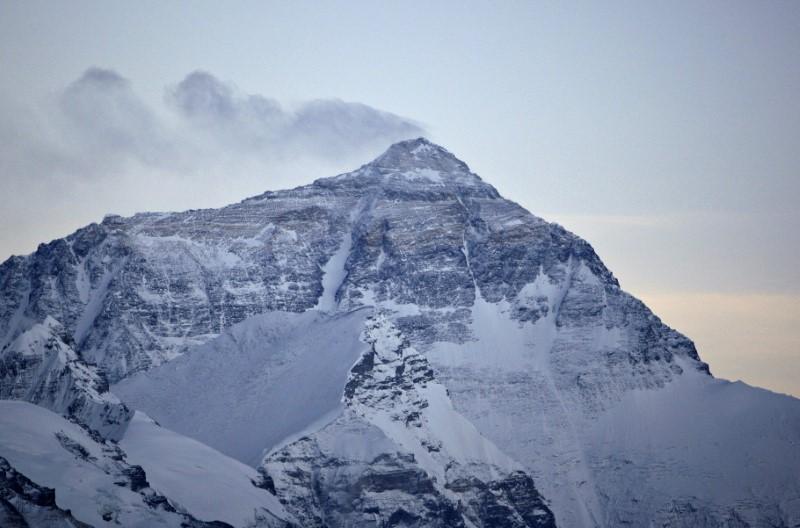 https: img-k.okeinfo.net content 2019 02 05 18 2013902 longsoran-salju-di-pegunungan-alpen-tewaskan-sedikitnya-10-orang-RoQWLQsaD7.jpg