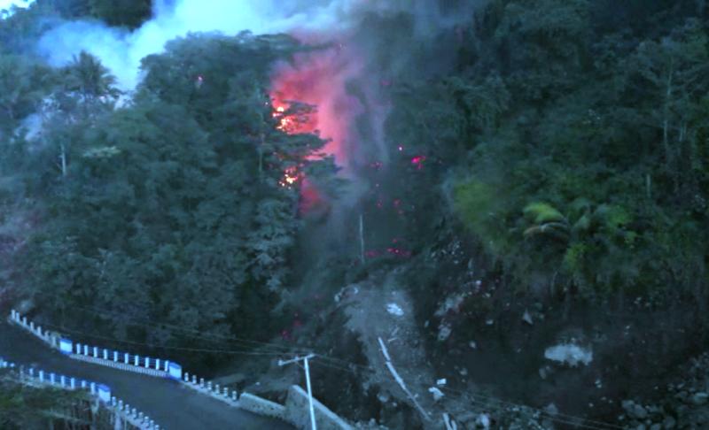 https: img-k.okeinfo.net content 2019 02 05 340 2014097 guguran-lava-gunung-karangetang-meluncur-ke-4-desa-ratusan-jiwa-mengungsi-ZbRu4Q5Yxc.png