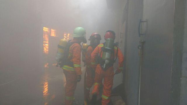 https: img-k.okeinfo.net content 2019 02 05 525 2014001 kebakaran-vihara-samudra-bhakti-bandung-berhasil-dipadamkan-lPnx5Y5vmj.jpg
