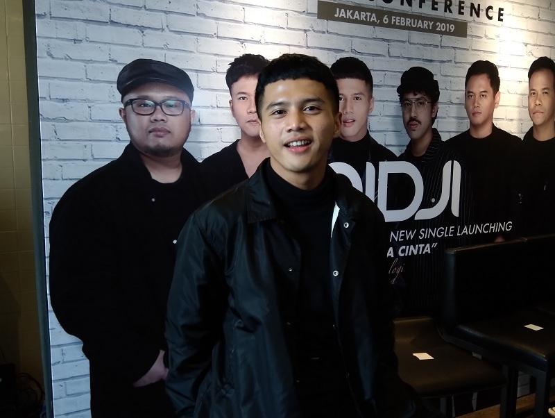 https: img-k.okeinfo.net content 2019 02 06 205 2014463 yusuf-ubay-jebolan-indonesian-idol-gantikan-giring-ganesha-jadi-vokalis-nidji-aktq4njHZA.jpg