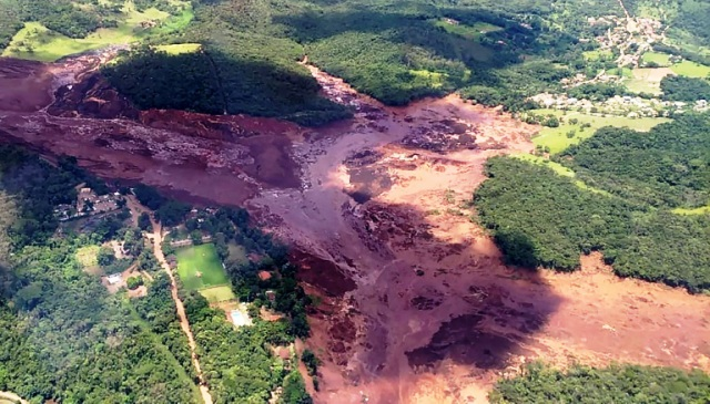 https: img-k.okeinfo.net content 2019 02 07 18 2014753 korban-tewas-jebolnya-bendungan-di-brasil-mencapai-142-orang-MW0KKsjDfB.jpg