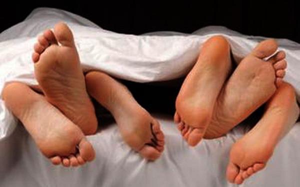 https: img-k.okeinfo.net content 2019 02 07 338 2015069 pasutri-ini-hasut-anaknya-untuk-ikut-berhubungan-seks-threesome-y2PTlzsDy3.jpg