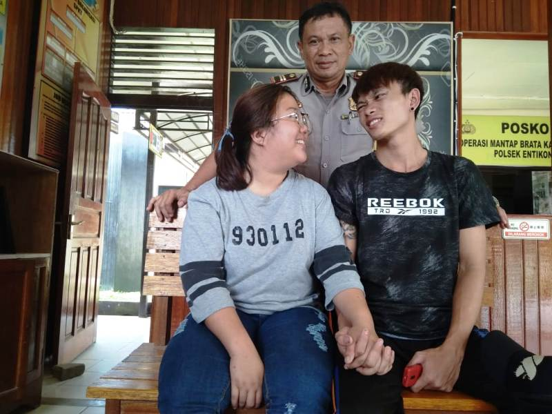 https: img-k.okeinfo.net content 2019 02 08 340 2015364 kisah-cinta-dan-perjuangan-sejoli-beda-negara-yang-berujung-di-penjara-CfSV3td5Ni.jpg