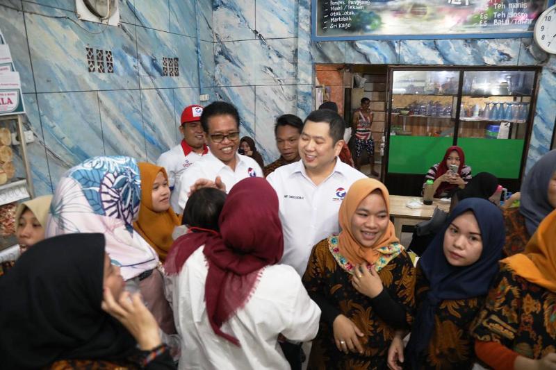 https: img-k.okeinfo.net content 2019 02 08 610 2015540 nikmati-pempek-di-palembang-hary-tanoe-umkm-butuh-dukungan-pemerintah-XGNbb5CDun.jpg