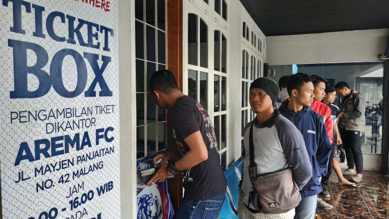 https: img-k.okeinfo.net content 2019 02 09 51 2015827 warga-malang-antusias-sambut-laga-uji-coba-timnas-indonesia-u-22-vs-arema-fc-aXoSR5n8Jm.jpg