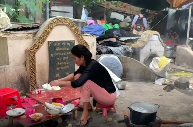 https: img-k.okeinfo.net content 2019 02 11 196 2016519 kisah-para-warga-yang-hidup-di-area-pemakaman-nSnQ4Ywo0P.jpg