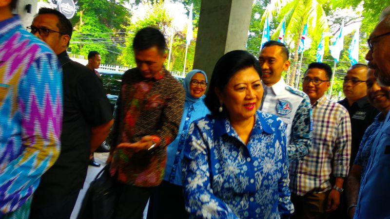 https: img-k.okeinfo.net content 2019 02 11 337 2016183 ani-yudhoyono-dikabarkan-sakit-dan-dirawat-di-singapura-ChNOKw4bjk.jpg