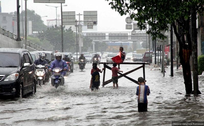 https: img-k.okeinfo.net content 2019 02 11 338 2016471 senin-sore-jakarta-diguyur-hujan-deras-sebagian-wilayah-tergenang-oSe2T9YKq1.jpg
