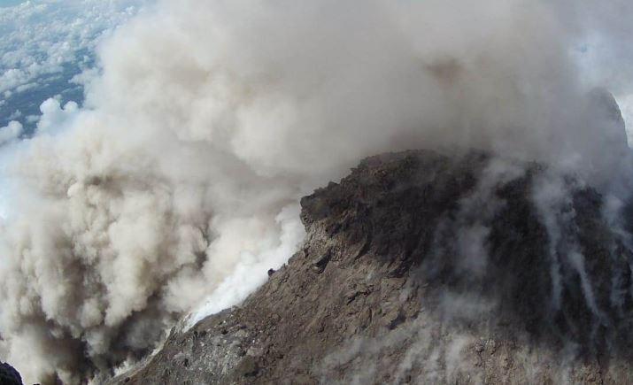 https: img-k.okeinfo.net content 2019 02 11 512 2016251 kembali-luncurkan-awan-panas-warga-lereng-merapi-diimbau-waspada-xtHh1rl4Sr.JPG