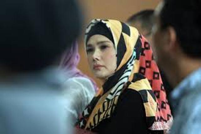 https: img-k.okeinfo.net content 2019 02 11 519 2016320 jenguk-ahmad-dhani-di-rutan-medaeng-mulan-jameela-membisu-B1Q3yXtcgD.jpg