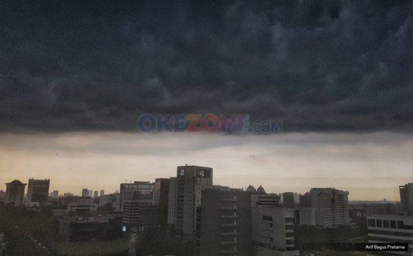 https: img-k.okeinfo.net content 2019 02 12 338 2016876 hujan-lebat-disertai-petir-angin-kencang-intai-jabodetabek-sore-ini-wv6XWrRr7B.jpg