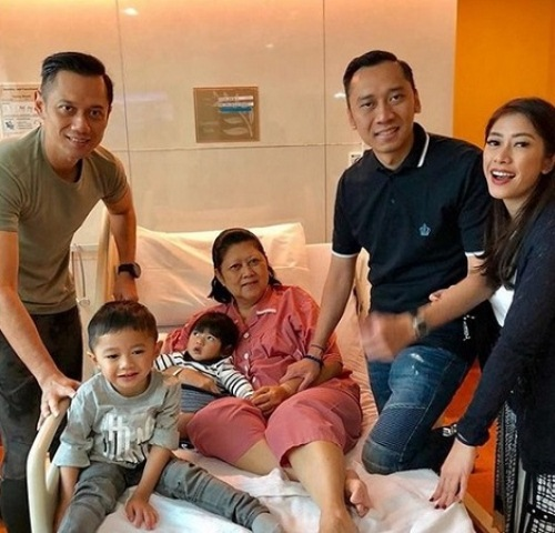 https://img-k.okeinfo.net/content/2019/02/13/337/2017148/jokowi-kirimkan-dokter-sembuhkan-sakit-ani-yudhoyono-Ue2vOZa6AZ.jpg