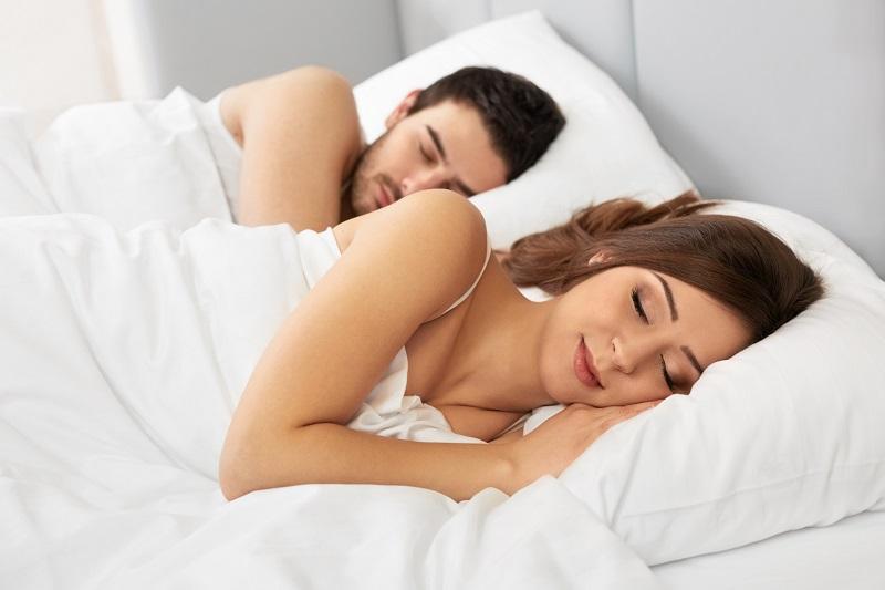 https: img-k.okeinfo.net content 2019 02 13 481 2017439 kenapa-usai-berhubungan-seks-tidur-jadi-lebih-nyenyak-C5lp89GOzW.jpg