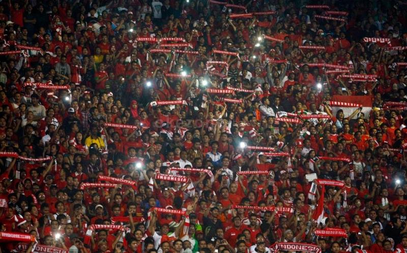 https: img-k.okeinfo.net content 2019 02 14 337 2017979 terbitkan-inpres-jokowi-ingin-sepak-bola-indonesia-berprestasi-hingga-internasional-d32f0ffc25.jpg