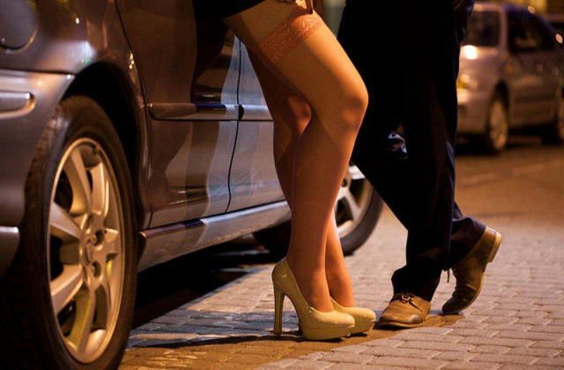 https: img-k.okeinfo.net content 2019 02 14 340 2017932 polres-tanjungpinang-tangkap-seorang-terduga-muncikari-prostitusi-online-g7hAFXnEWN.jpg