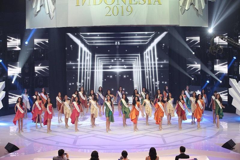 https: img-k.okeinfo.net content 2019 02 15 194 2018657 membuka-malam-final-miss-indonesia-2019-para-finalis-kenakan-gaun-berbahan-songket-b1Kzfw1skS.jpg
