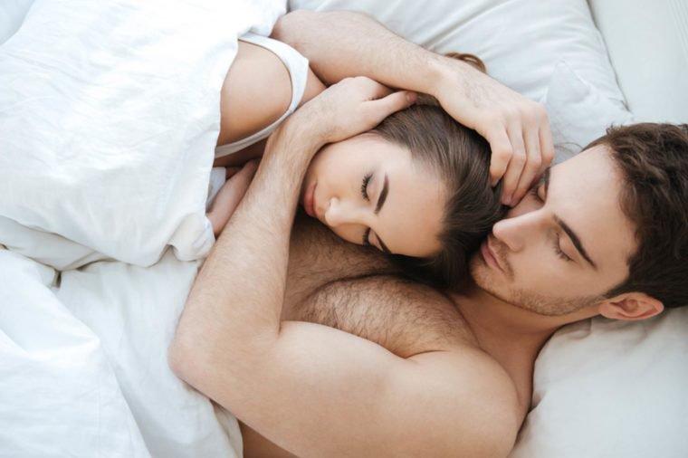 https: img-k.okeinfo.net content 2019 02 15 196 2018469 bagaimana-kondisi-hubungan-dengan-pasangan-cek-posisi-tidur-anda-8IKpJ7AHkG.jpg
