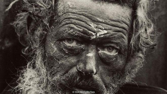 https: img-k.okeinfo.net content 2019 02 16 18 2018721 kisah-di-balik-potret-menakjubkan-tentang-perang-dan-kemiskinan-j6gLdOtkce.jpg
