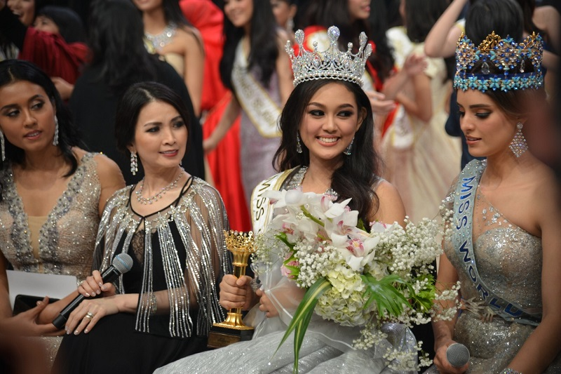 https: img-k.okeinfo.net content 2019 02 17 194 2019073 alya-nurshabrina-beri-wejangan-ke-miss-indonesia-2019-princess-megonondo-BdzIr0KW6W.jfif