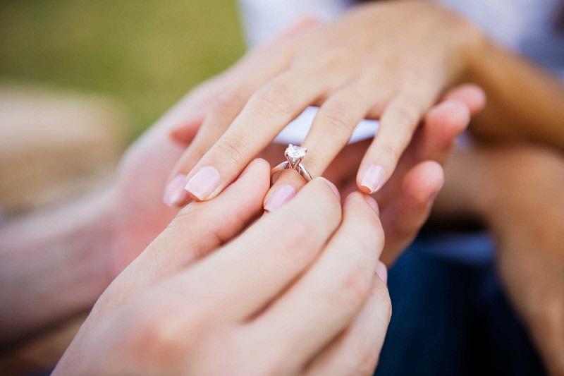 https: img-k.okeinfo.net content 2019 02 18 338 2019737 angka-pernikahan-dini-di-jakarta-timur-masih-tinggi-mayoritas-karena-hamil-duluan-8BbH5wTuWg.jpg