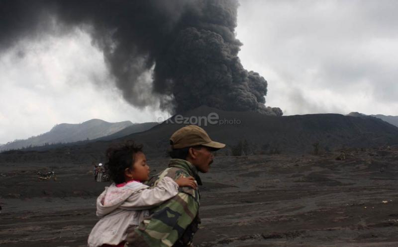 https://img-k.okeinfo.net/content/2019/02/19/337/2019980/gunung-bromo-erupsi-semburkan-kolom-abu-2-929-meter-dilarang-mendekati-radius-1-km-LnSTsSjLsb.jpg