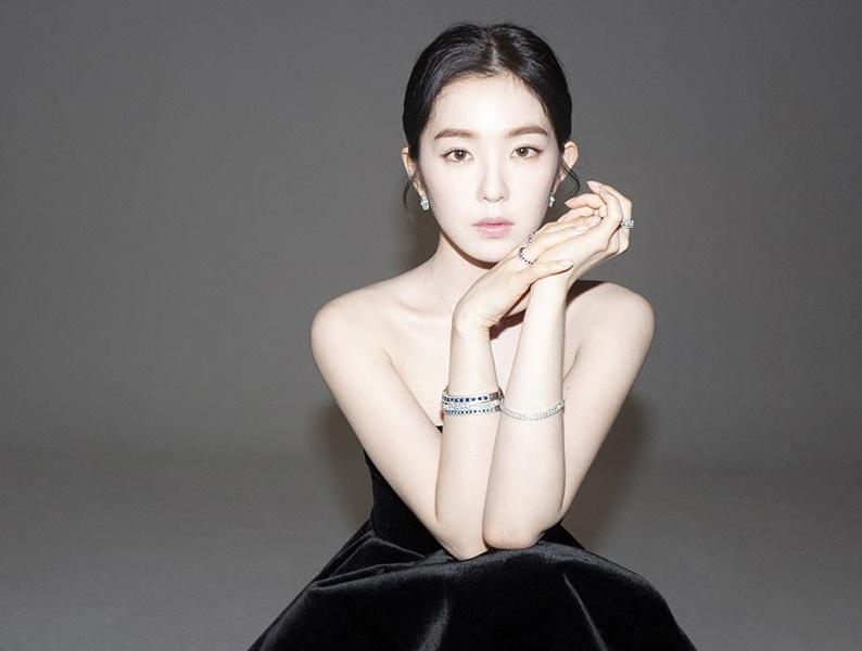 https: img-k.okeinfo.net content 2019 02 20 194 2020661 irene-red-velvet-jadi-model-asia-pertama-untuk-lini-perhiasan-mewah-italia-4b62exCSQX.jpg