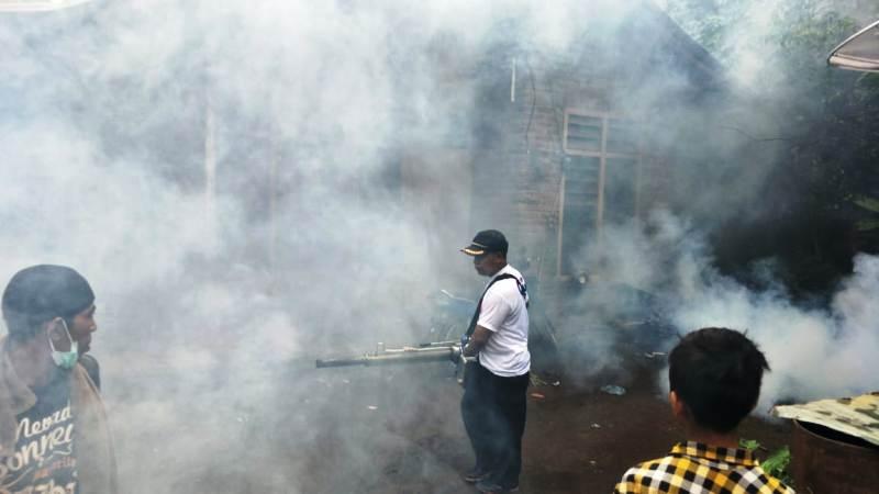 https: img-k.okeinfo.net content 2019 02 21 244 2020977 basmi-nyamuk-malaria-caleg-perindo-gencar-lakukan-fogging-di-buleleng-dJCdBhACjr.jpg