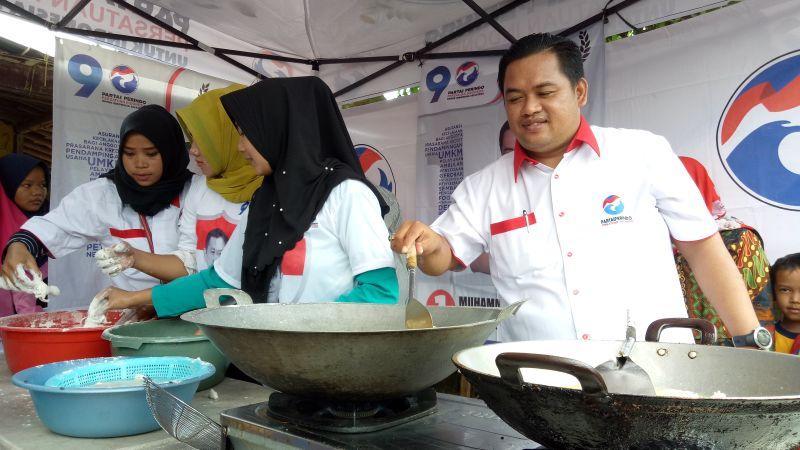 https: img-k.okeinfo.net content 2019 02 22 606 2021443 caleg-perindo-m-sopiyan-gelar-cooking-class-di-kemang-IMKVn2Zmx0.jpg