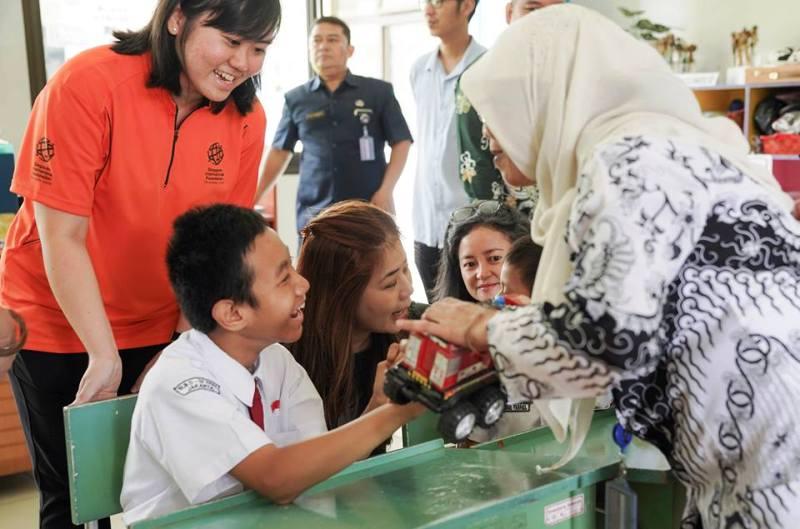 https: img-k.okeinfo.net content 2019 02 25 337 2022733 singapura-indonesia-perluas-kerjasama-untuk-anak-berkebutuhan-khusus-di-jakarta-GOwMvmUdDV.jpg